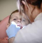 Tout savoir sur la parodontite : symptômes et traitements